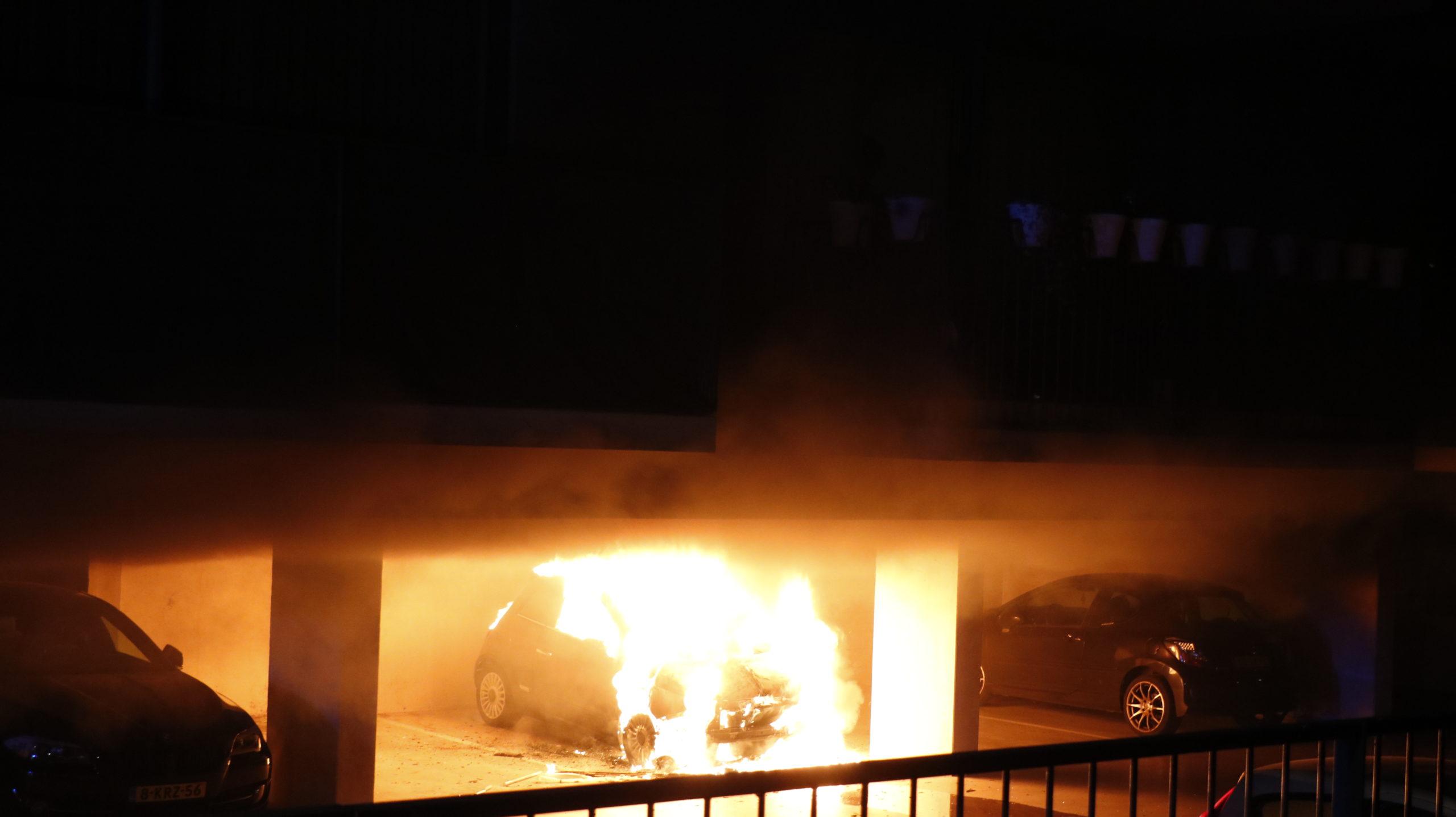 Politie houdt Arnhemmer (39) aan voor serie autobranden