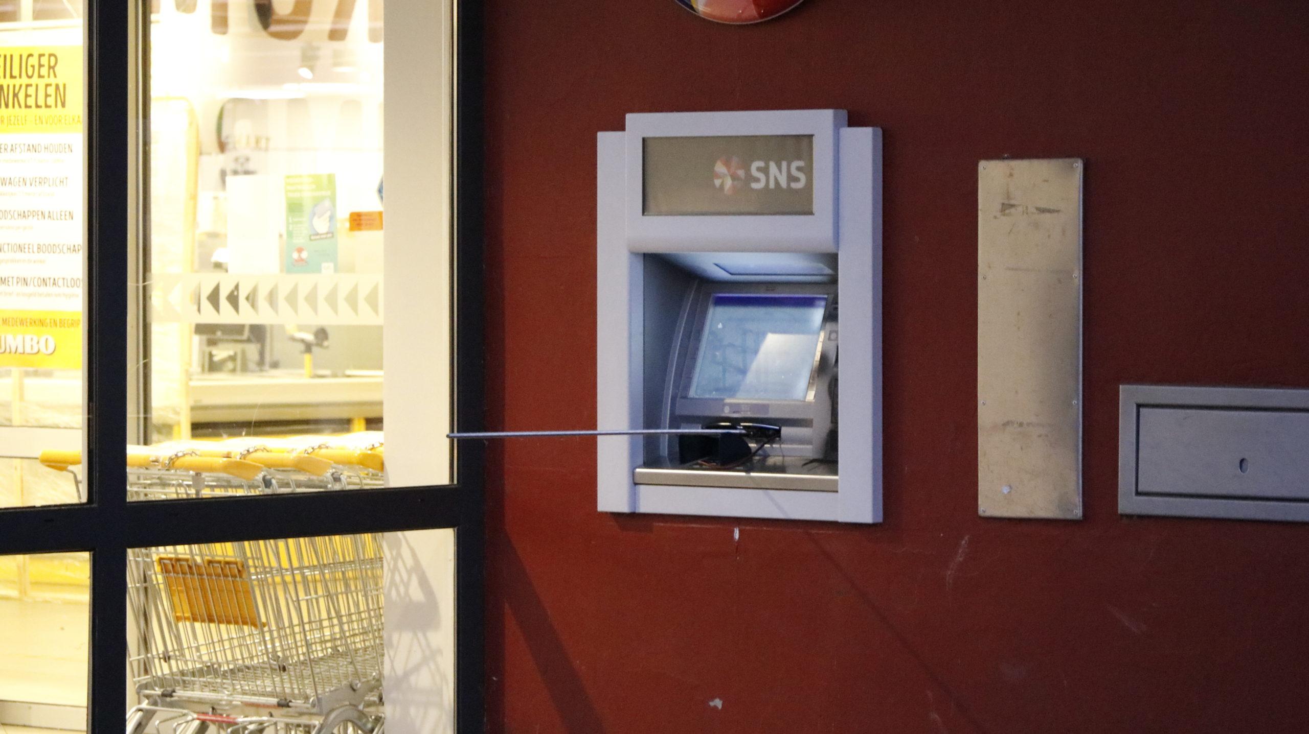Poging tot plofkraak op geldautomaat SNS bank te Westervoort.