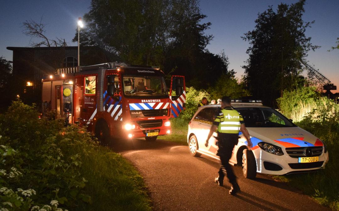 Auto te water in de Oude IJssel, geen inzittenden (video).