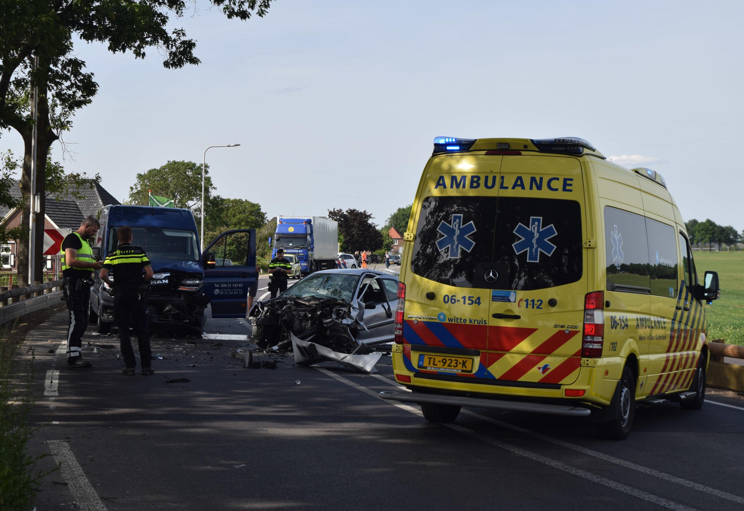 Bestuurder en passagier gewond bij ongeval in flauwe bocht