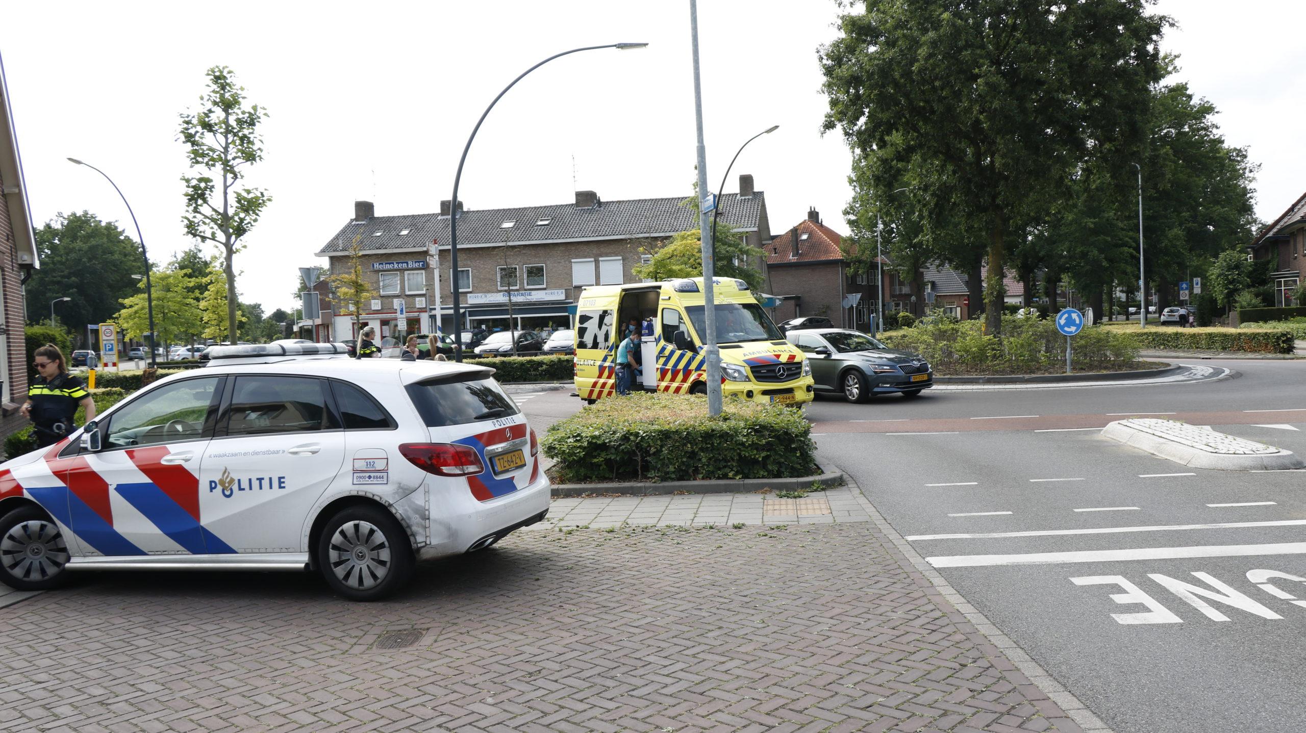 Passagiere scooter gewond bij aanrijding met auto.
