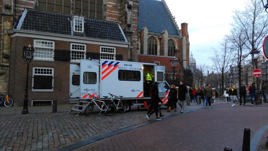 Agenten de straat op met mobiele politiepost, een echte aanwinst.