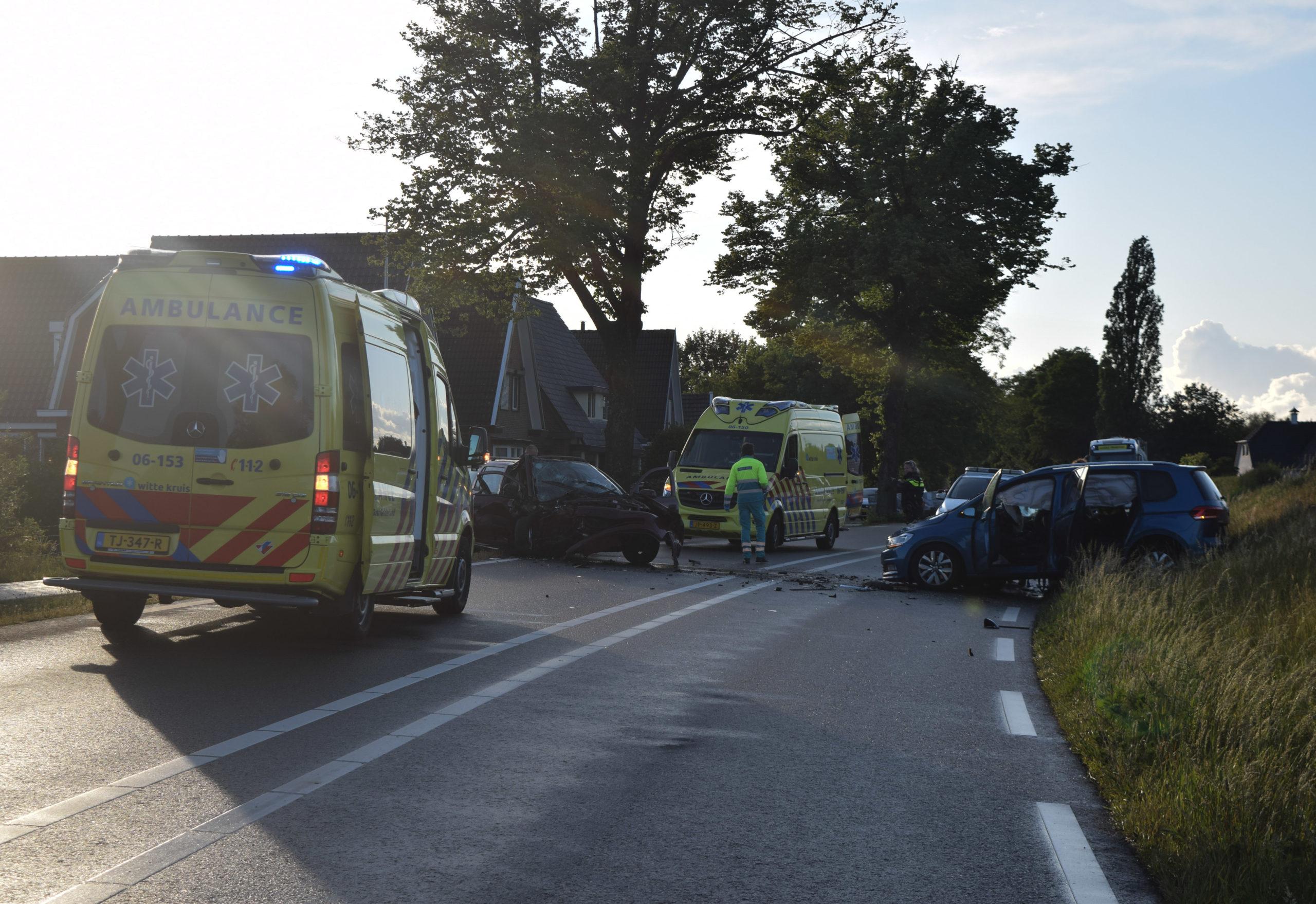 Ravage bij ongeval tussen twee auto's na verblinding door de zon