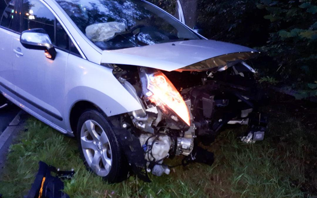 Flinke schade bij aanrijding op kruising, negeren van rood verkeerslicht is de vermoedelijke oorzaak