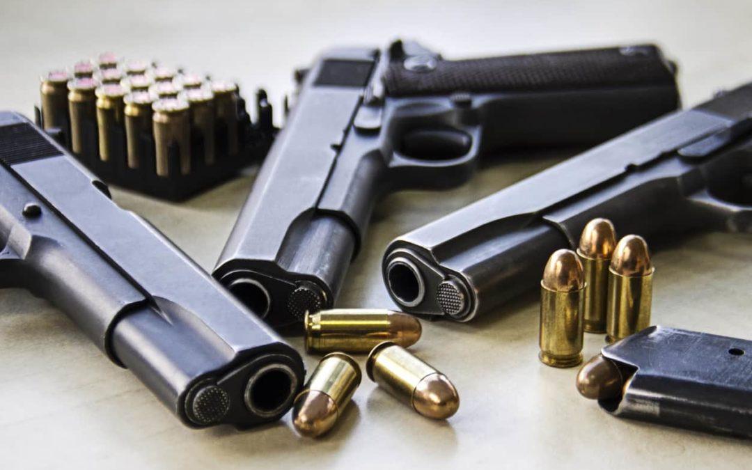 Bestuurder aangehouden voor verboden wapenbezit en (illegaal) vuurwerk