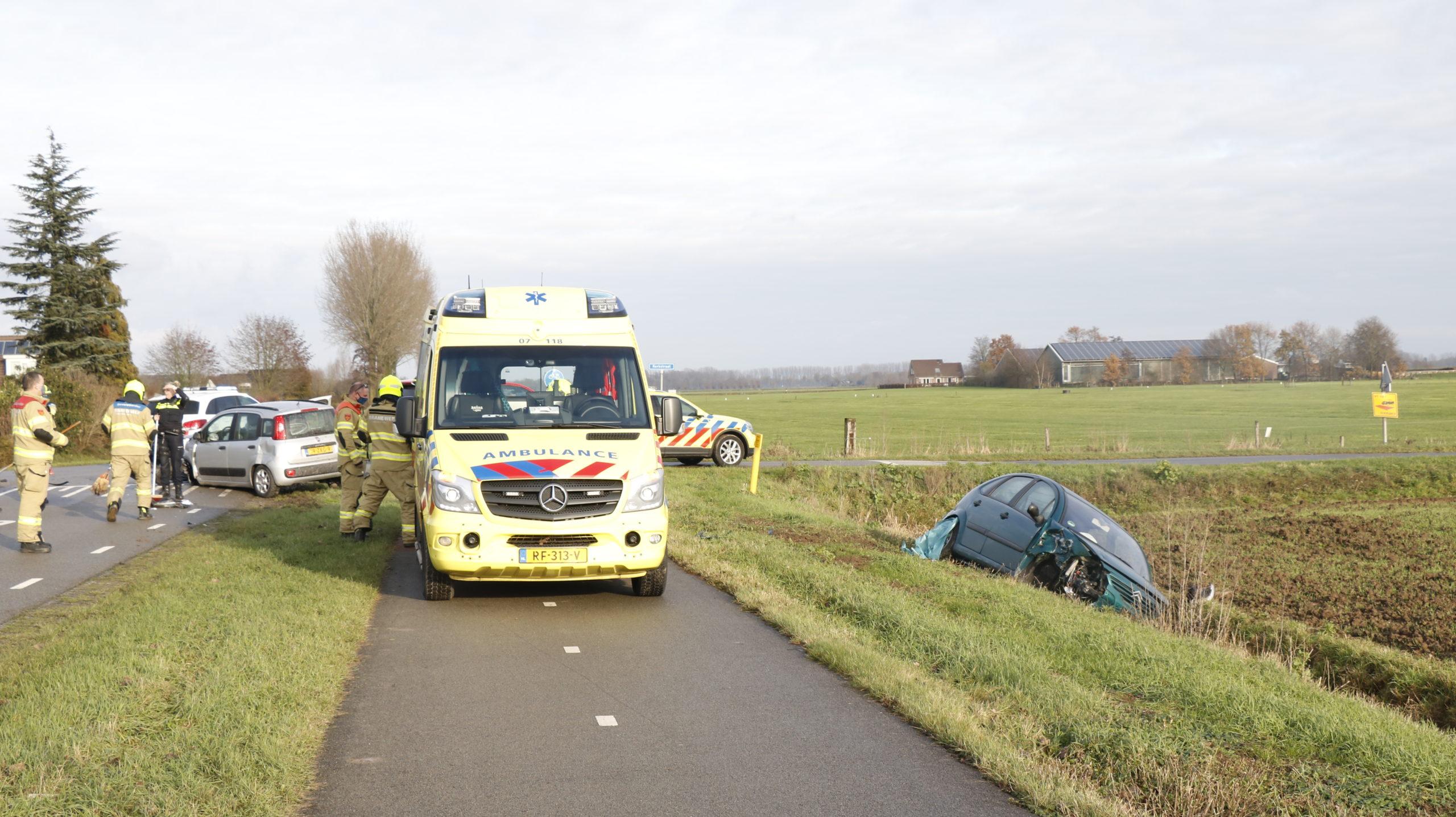Bestuurder gewond bij aanrijding in Duiven.