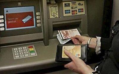 Oplichters op heterdaad betrapt bij pin-diefstal, groot geldbedrag opgenomen