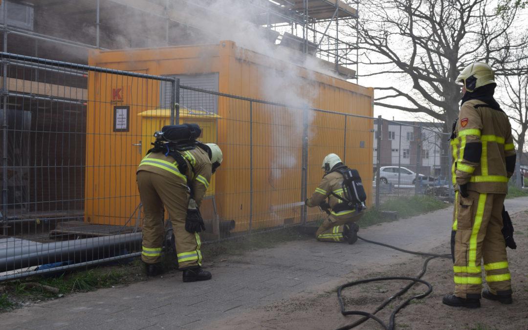 Kortsluiting veroorzaakt brand in bouwkeet op afgesloten bouwterrein te Doetinchem