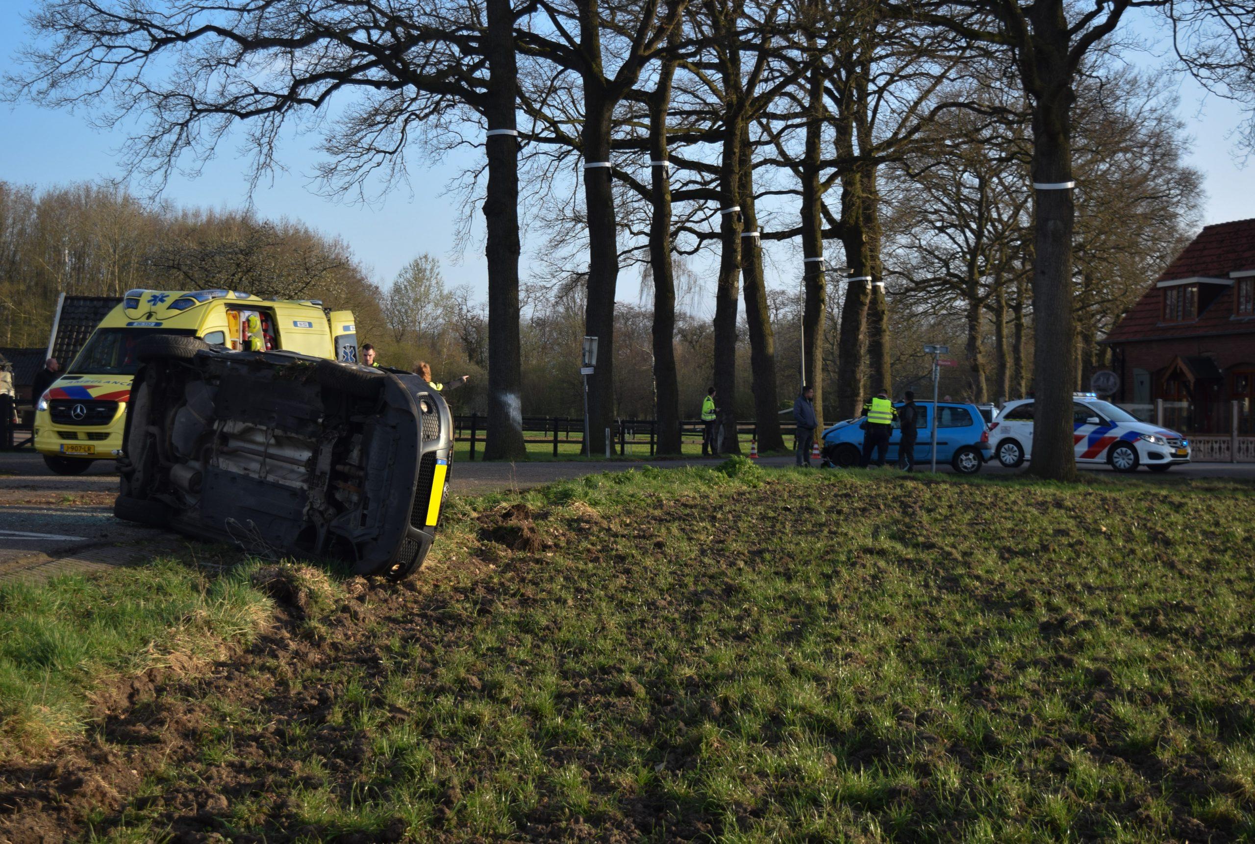 Flinke ravage na verkeersongeval op kruising in het buitengebied van Doetinchem