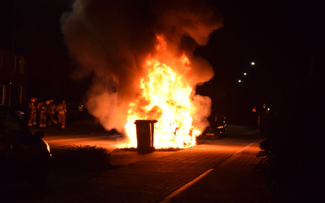 Auto die in parkeervak stond brand volledig uit aan de Haareweg, brandstichting mogelijke oorzaak