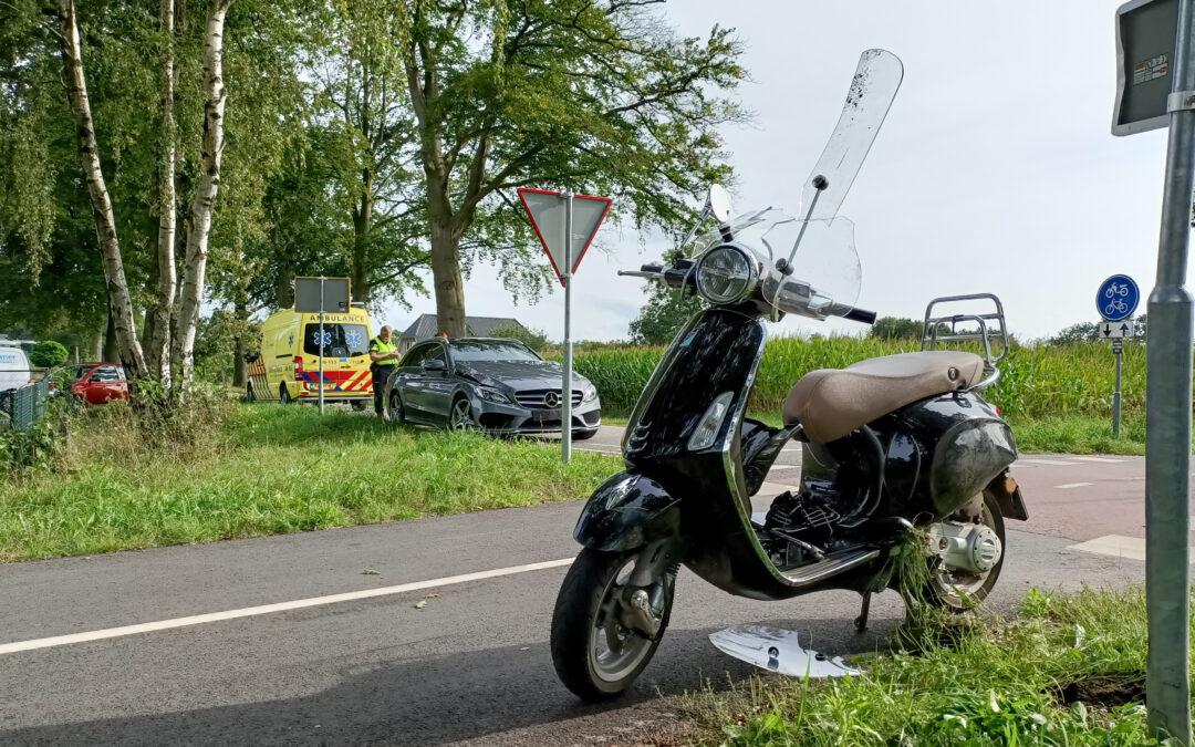 Scooterrijdster komt in botsing met auto in het buitengebied van Zelhem